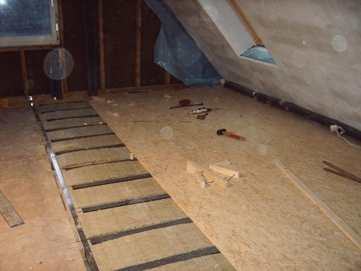gummigranulat balkenunterlage bei privatkunden kunstrasen gummigranulat fugensand g nstig. Black Bedroom Furniture Sets. Home Design Ideas